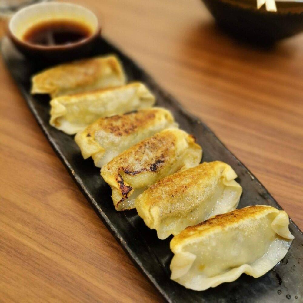Japanese gyoza, an analog of the Chinese dumplings 餃子
